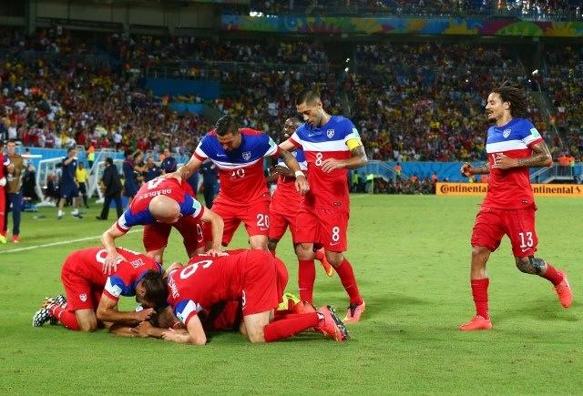Esultanza USA dopo il gol di Dempsey