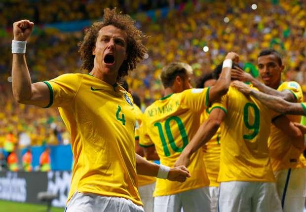 David Luiz esulta per il passaggio del turno e l'approdo ai quarti