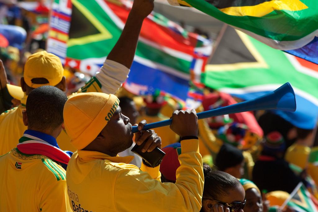 Fan del Sud Africa con la Vuvuzela