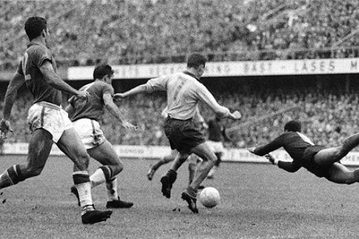 Kurt Hamrin in azione durante la finale del 1958