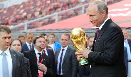 Putin rappresenta la Russia, la nazione più a est in europa ad aver ospitato un Mondiale