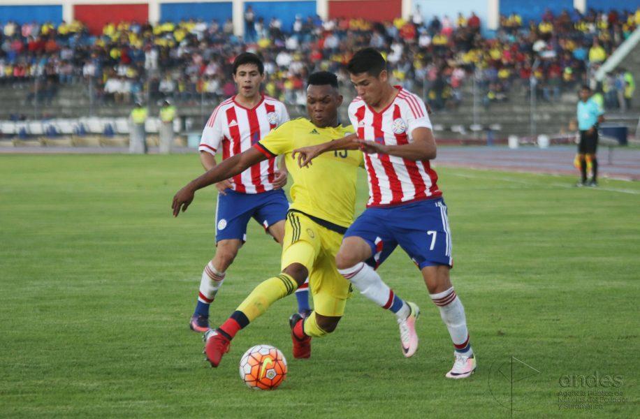 Calciatori del Paraguay in azione