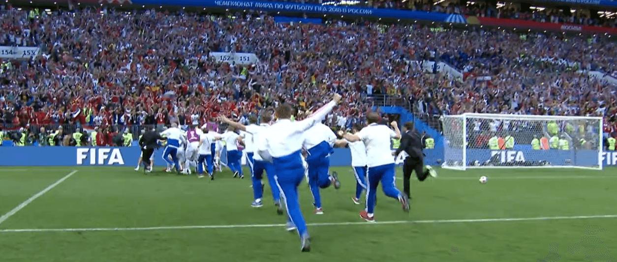 Lo staff della Russia festeggia i quarti di finale